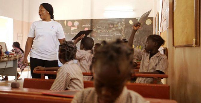 Uno degli obiettivi della Fondazione è quello di offrire educazione ai bambini del Burkina.