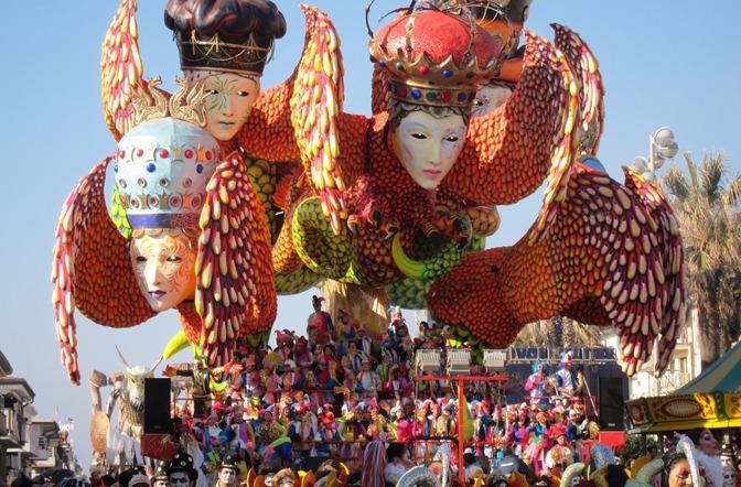 Celebrando carnaval alrededor del mundo