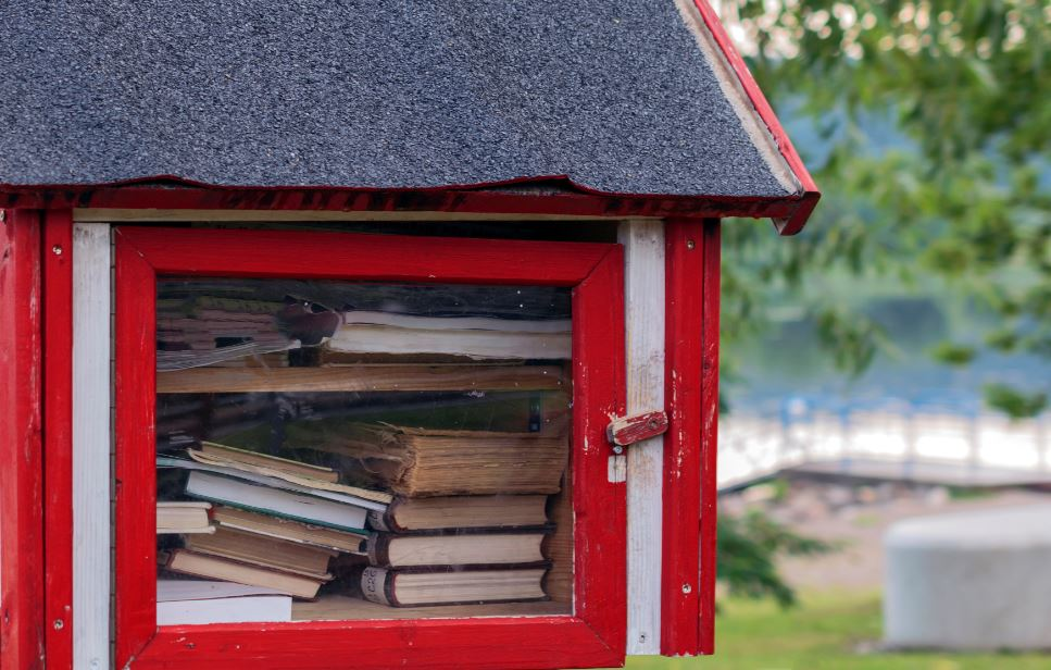 In some cities, you can find these public book boxes to exchange your goods with other readers.