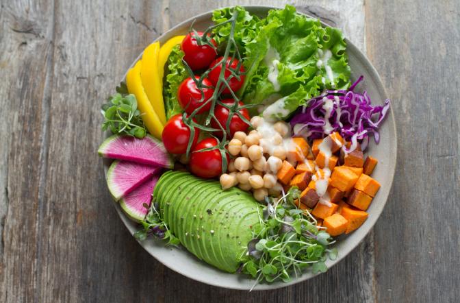 Quais são os benefìcios de ter uma dieta saudável? Neste artigo reunimos as principais vantagens de comer de forma saudável